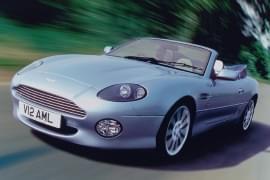 Aston Martin DB7 pohled zepředu