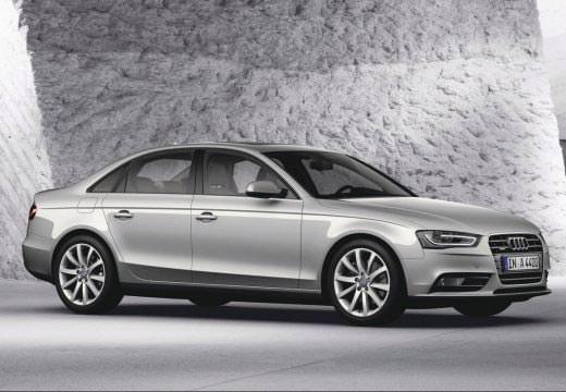 Audi A4 Avant stříbrné