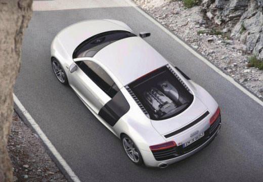 Audi R8 stříbrné