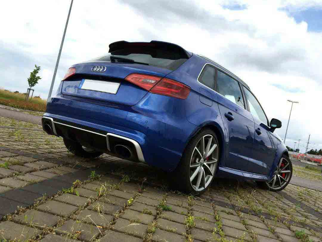 Audi RS3 zadek modrý