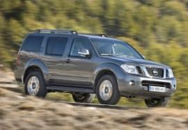 Nissan Pathfinder zepředu