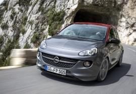 Opel Adam vyjíždí z tunelu