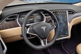 Tesla Model X P85+ Zevnitř
